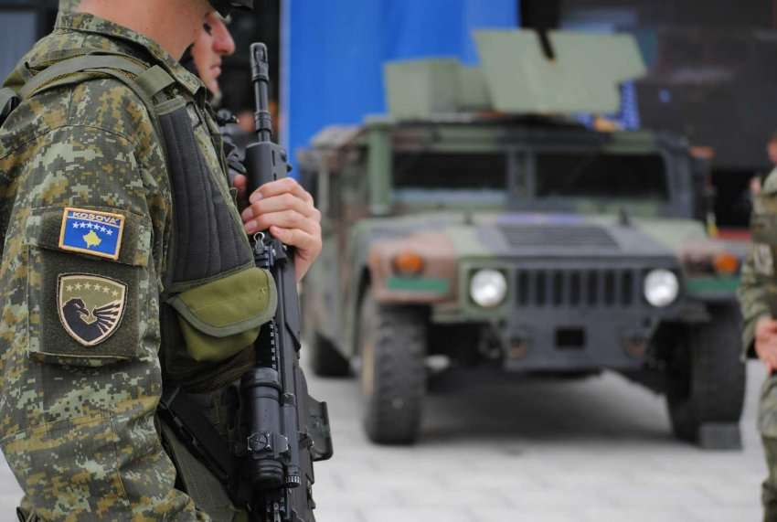 Automjetet ushtarake amerikane arrijnë në Kosovë për FSK në