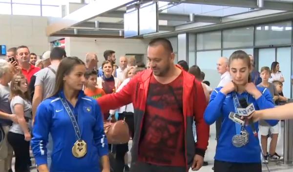 Medalistet e Minskut arrijnë në Kosovë
