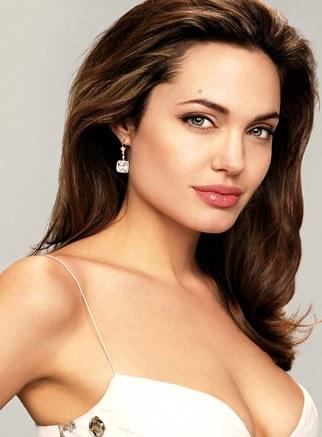 Angelina Juli