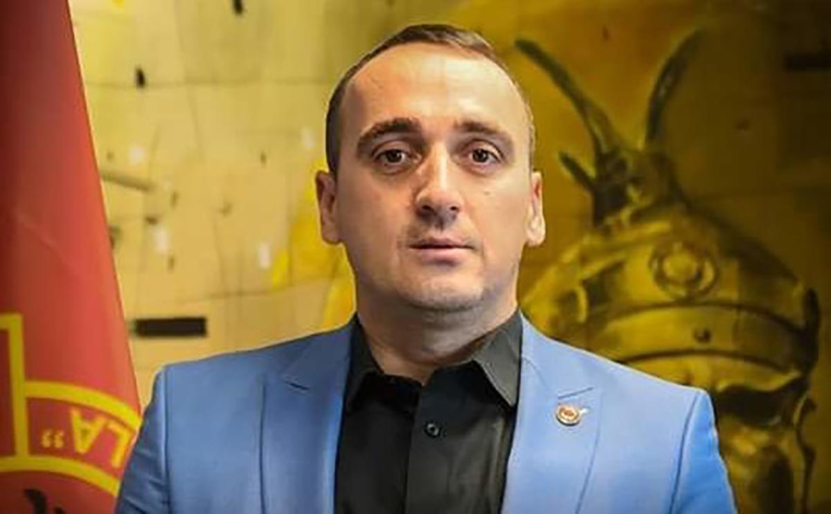 Deputeti i AAK së  Gazmend Syla i drejtohet Apostolovas  Mbaje distancën