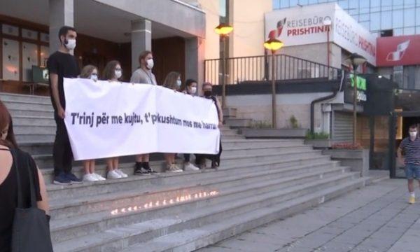 Në Prishtinë ndizen qirinj për viktimat e Srebrenicës
