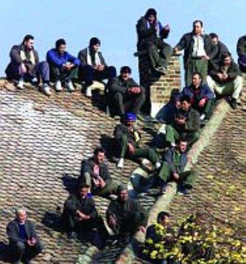Si tentuan të burgosurit serbë t'i realizojnë qëllimet e tyre duke djegur burgun e Sremit, ku ishin mbi 100 shqiptarë të burgosur