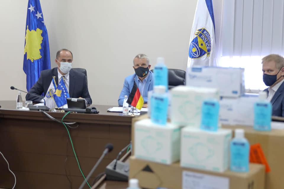 Ambasada gjermane ndihmon policinë me pajisje anit Covid
